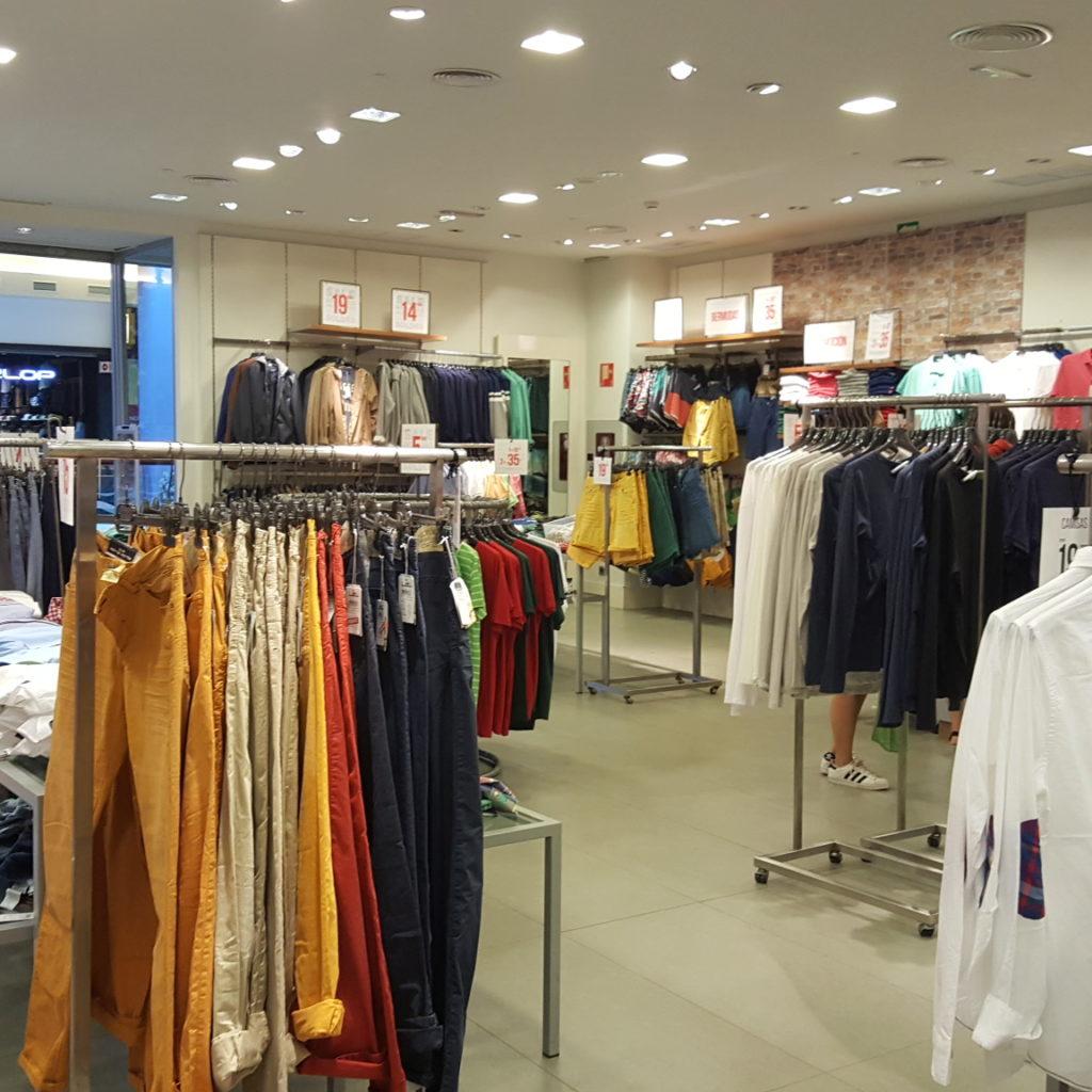 Interior De La Tienda Antes De La Obra